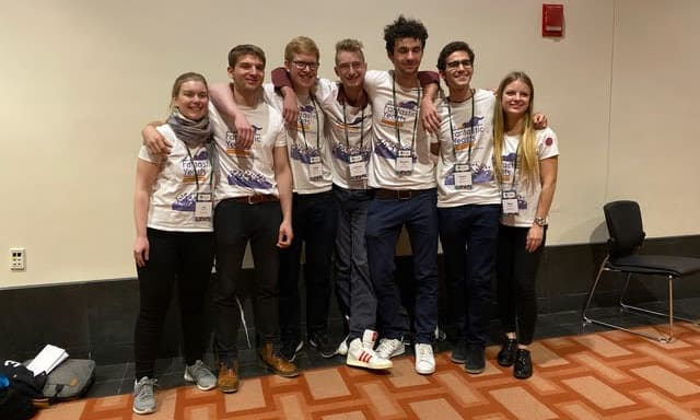 iGEM Team Heidelberg und ihre bedruckten Shirts