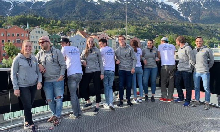 T-shirts et pulls personnalisés de la Team Eierlikör Factory Racing