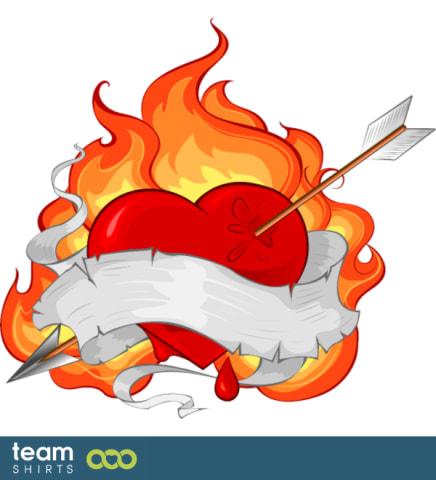 Flamme und Pfeil Herz Tattoo